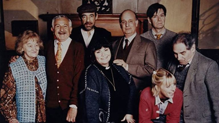 Trevor Peacock, John Bluthal, Emma Chambers, James Fleet, Dawn French, Roger Lloyd Pack, Liz Smith and Gary Waldhorn in The Vicar of Dibley