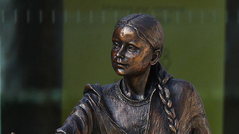 مجسمه گرتا تونبرگ ، فعال تغییرات آب و هوایی ، که در خارج از دانشگاه West Down Center در وینچستر ، همپشایر نصب شده است.  تاریخ تصویر: سه شنبه 30 مارس 2021.