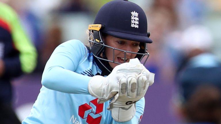 L'ancienne gardienne de guichet de l'Angleterre, Sarah Taylor, a déclaré que les «petits démons» d'anxiété ont refait surface avec sa nomination au poste d'entraîneur de Sussex