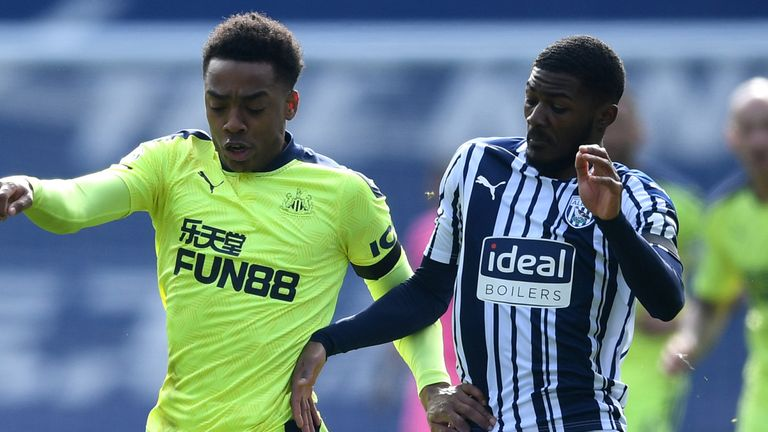 Joe Willock is challenged by Ainsley Maitland-Niles