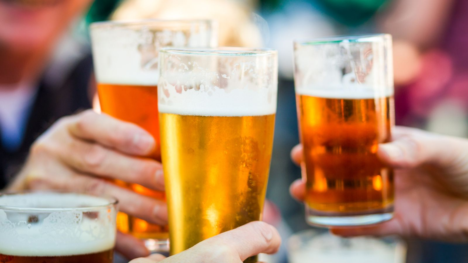 skynews-pubs-beer-drinking_5329643.jpg?2