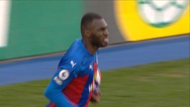 Benteke pulls one back for Palace! (63)
