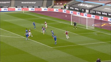 Lingard denied a second by Schmeichel (38)