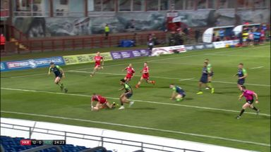 Crooks grabs his second try