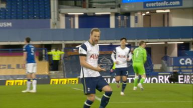 Kane puts Spurs in front (27)