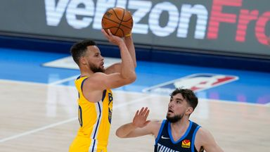 Curry stars in Warriors win