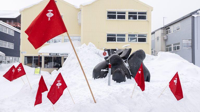 Inuit Ataqatigiit party flags