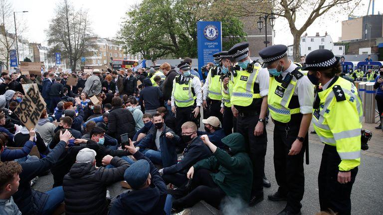 هواداران چلسی اعتراض خود را نسبت به برنامه باشگاه برای پیوستن به سوپرلیگ جنجالی اروپا اعلام کردند