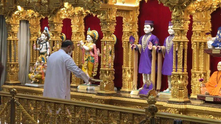 دعاهایی که در معبدی در لستر خوانده می شود