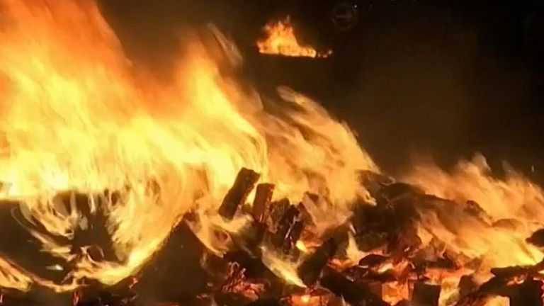 Fires are burned in France to prevent UK fish being imported