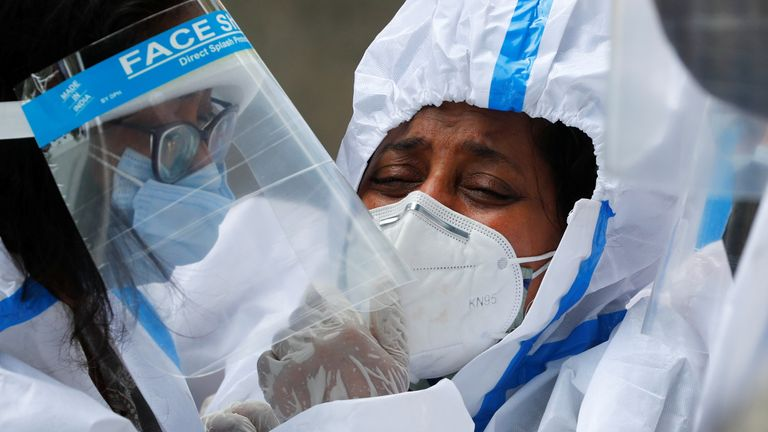 كوفيد -19: الهند تسجل 346786 إصابة جديدة في رقم قياسي عالمي يومي آخر | اخبار العالم