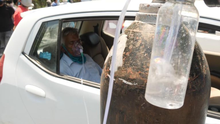 COVID-19: People left to beg and barter for air as India's coronavirus crisis becomes a frantic hunt for oxygen thumbnail