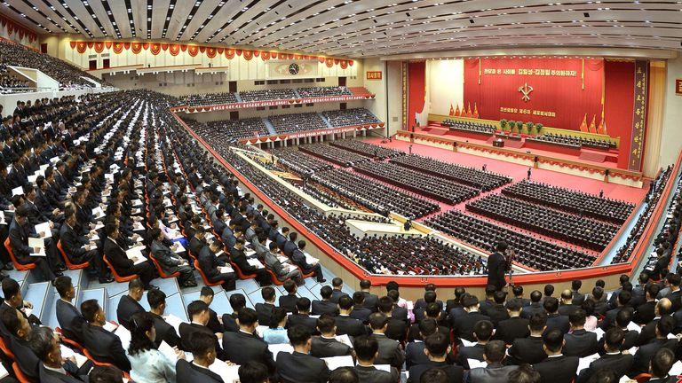 المؤتمر المزدحم لعمال الحاكم & # 39؛  مسؤولو الحزب في بيونغ يانغ
