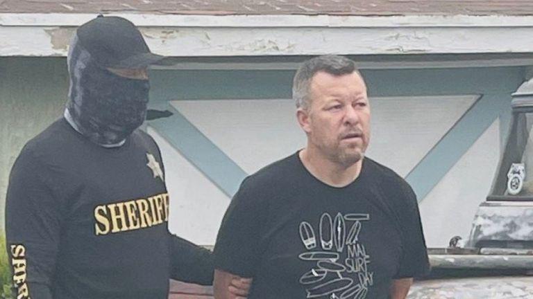 カリフォルニア州サンペドロの自宅で逮捕されたポールフローレス写真:サンルイスオビスポ郡保安官事務所