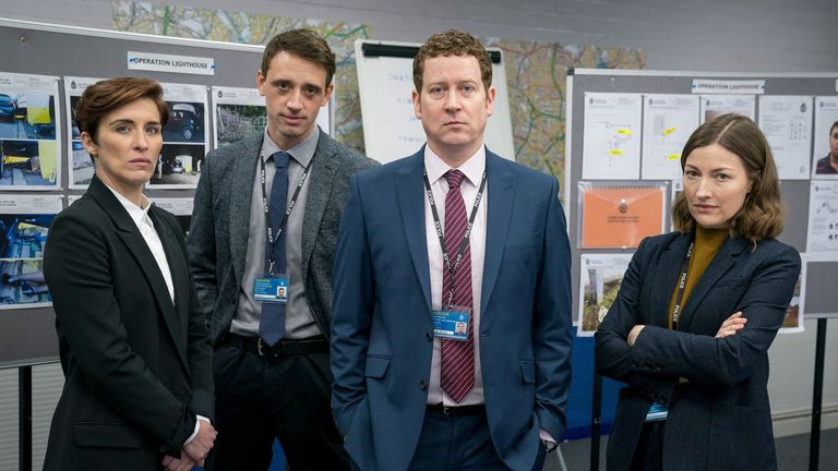 Kate Fleming, Chris Lomax, Ian Buckells, dan Jo Davidson di Line Of Duty. Foto: BBC / Produksi Dunia / Bukit Steffan