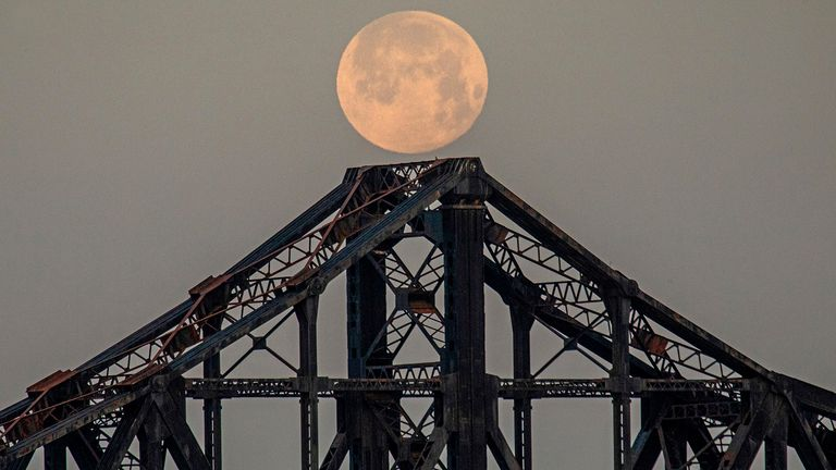Beaver Bridge a Monaca, Pennsylvania.  Pic: AP