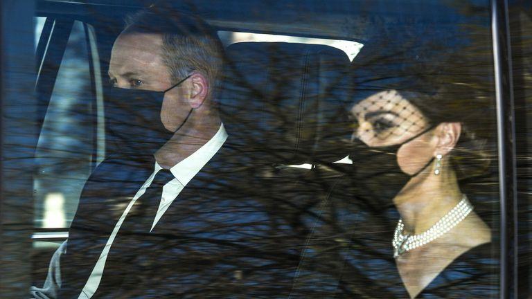 شاهزاده ویلیام و کاترین دوشس کمبریج کاخ کنزینگتون را به مقصد قلعه ویندزور ترک کردند.  عکس: Beretta / Sims / Shutterstock 17 آوریل 2021