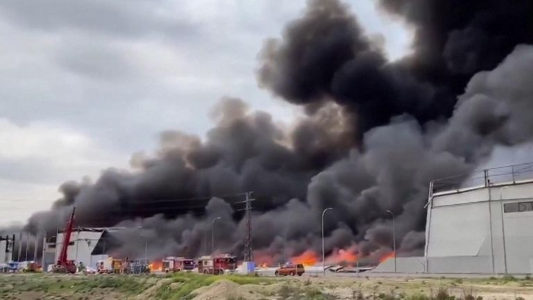 Massive fire rages across Spain industrial park