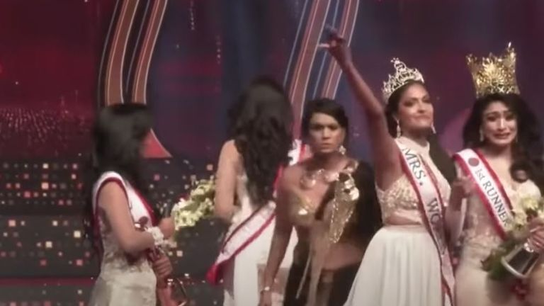 Original Mrs Sri Lanka 2021 winner Pushpika de Silva (second left) walks off stage after being disqualified over an accusation of being divorced at a beauty pageant for married women in Colombo. Pic: Colombo Gazette/YouTube