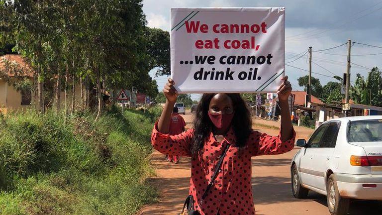 من خط المواجهة في أزمة المناخ في كمبالا ، أوغندا ، شهدت فانيسا ناكيت مباشرة الدمار الناجم عن الجفاف والفيضانات السريعة.