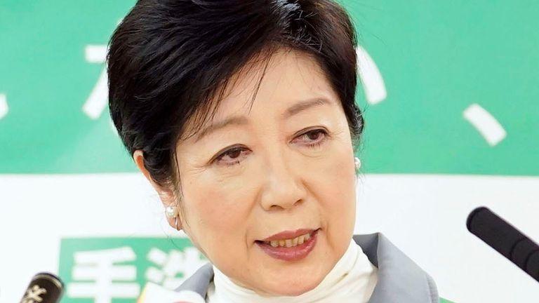 یوریکو کویکه ، فرماندار توکیو خواستار دستیابی به اقدامات اضطراری برای مقابله با بیماری همه گیر شده است.  عکس: AP