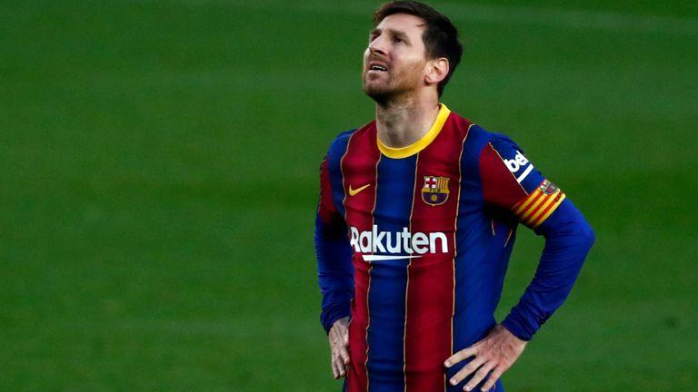 El periodista de fútbol español Álvaro Montero dijo que Lionel Messi podría ser persuadido de quedarse en Barcelona si el club pudiera fichar a Sergio Agüero en una transferencia gratuita este verano.