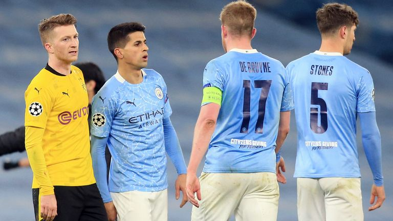 06 April 2021, United Kingdom, Manchester: Football: Champions League, Manchester City - Borussia Dortmund, knockout round, quarter-finals, first leg at the Etihad Stadium. Dortmund's Marco Reus (l) says goodbye to City players after the match, including Manchester's Kevin de Bruyne (2.vr). Photo by: Lindsey Parnaby/picture-alliance/dpa/AP Images