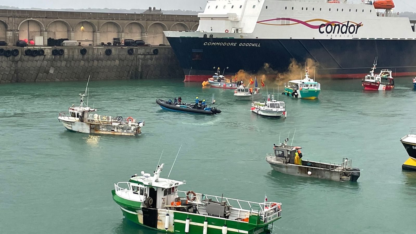 Jersey government  has 'constructive meeting' with French fishermen as Royal Navy ships prepare to leave