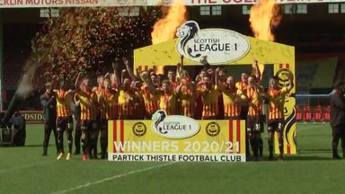 League One champs Partick celebrate with 10am trophy lift