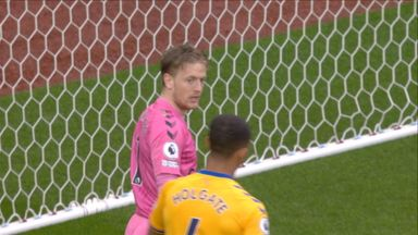 Pickford denies El Ghazi (61)