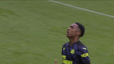 Willock gives Newcastle the lead (23)