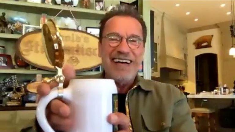 Schwarzenegger raises a drink on Arnold's Stammtisch