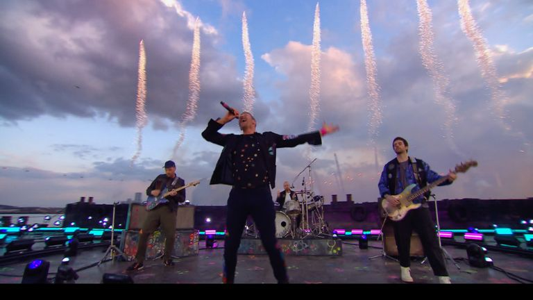 Coldplay opened the Brit Awards