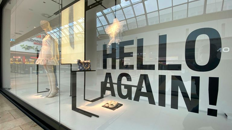 Subject picture: opening of retail trade due to falling incidence. In the shop window of a fashion store it says in large letters: HELLO AGAIN. Reopening, Photo by: Frank Hoermann/SVEN SIMON/picture-alliance/dpa/AP Images