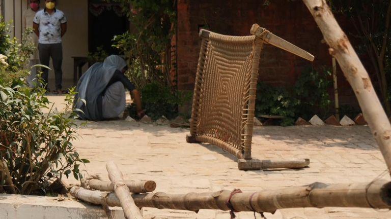 سینگ ها & # 39؛  این خانه برای جلوگیری از آلودگی افرادی که در آنجا زندگی می کنند هشدار داده شده است