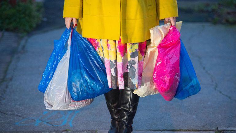عکس پرونده مورخ 26/12/18 از خرید در کیسه های پلاستیکی.