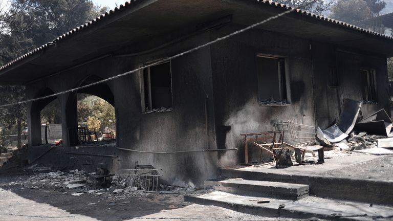 Some houses were burned in the village of Mavrolimni