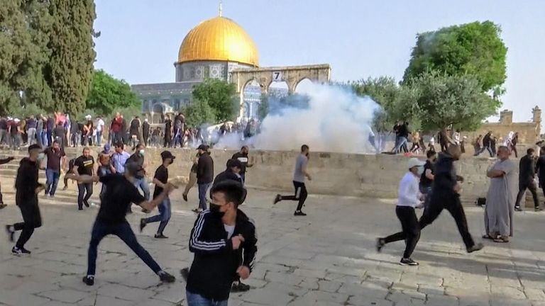 Palestinians and Israeli police clash at al-Aqsa mosque o n Jerusalem Day.