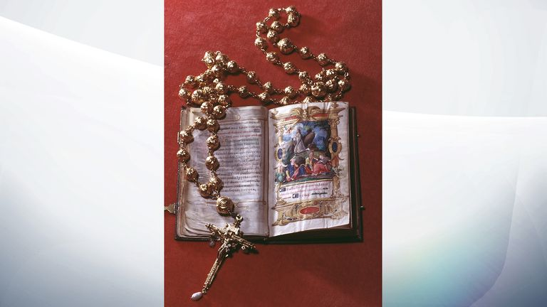The rosary beads and bible belonging to Mary Queen of Scots (1542-1587) on display at Arundel Castle, Sussex, January 1968. (Photo By RDImages/Epics/Getty Images)