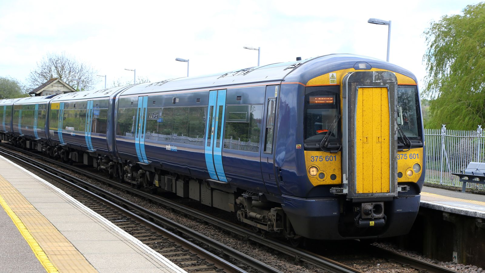 Southeastern operator stripped of franchise after £25m 'serious breach'