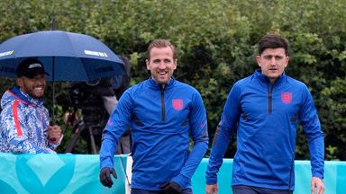 Full England squad train ahead of Czech Rep