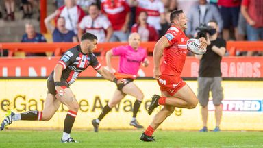 Hall claims 11th try of season in style!