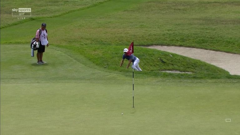US Open: Justin Thomas takes a tumble and then goes fishing in a superb par save