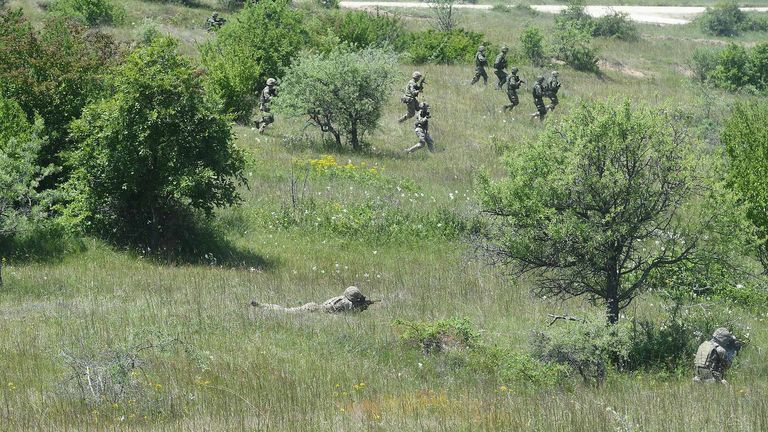 Войска были обучены тому, как реагировать на террористическое нападение на солдата и как обращаться с проблемным мирным населением.  Изображение: MOD