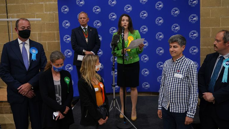 Sarah Green of the Liberal Democrats makes a speech after being declared winner in the Chesham and Amersham by-election at Chesham Leisure Centre in Chesham, Buckinghamshire, where she who defeated Conservative candidate Peter Fleet (left), who came second. Picture date: Friday June 18, 2021.