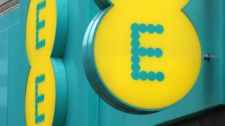 An EE phone store on Oxford Street, central London. 29/5/2018