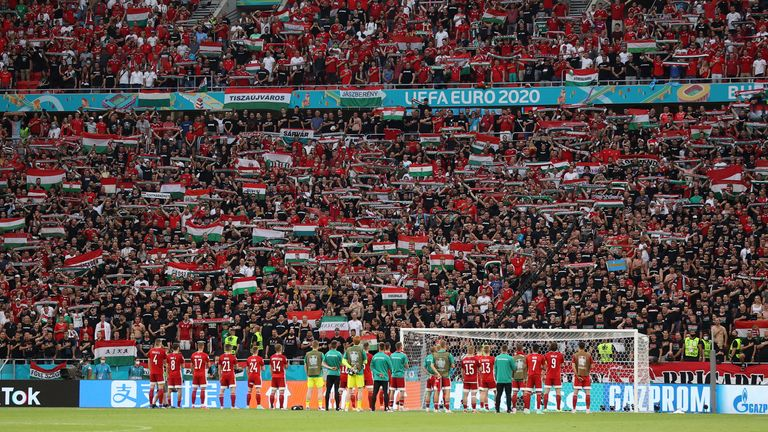 Soccer Football - Euro 2020 - Group F - Hungary v Portugal - Puskas Arena, Budapest, Hungary - June 15, 2021 Hungary players applaud fans after the match Pool via REUTERS/Alex Pantling