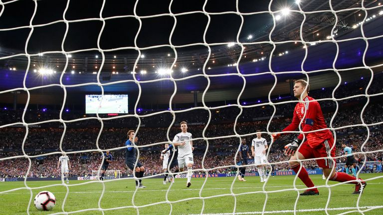 Soccer Football - UEFA Nations League - League A - Group 1 - France v Germany - Stade de France, Paris, France - October 16, 2018  Germany's Manuel Neuer looks dejected after France's Antoine Griezmann scores their second goal from the penalty spot   REUTERS/Gonzalo Fuentes