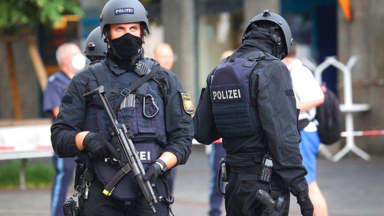 Myndighetene ble varslet rundt klokka 17 om et knivangrep på Barbarossa-plassen i Würzburg.