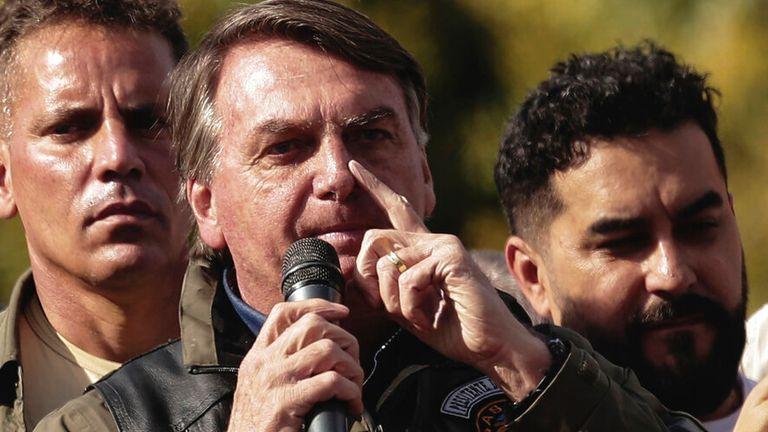 M. Bolsonaro dit que les personnes vaccinées ne devraient pas avoir à porter de masque.  Photo: AP